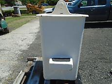 DIGGER DERRICK SINGLE STEP PIN-ON BUCKET W/ MOUNT AND BRAKE