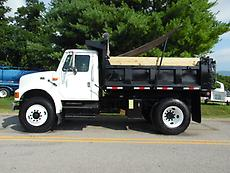 2002 INTERNATIONAL 4700 DUMP TRUCK AUTOMATIC (LOW MILES)