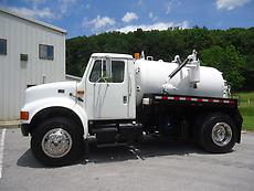 INTERNATIONAL 4700 VACUUM SEPTIC PORTA JOHN TOILET POTTY PUMPER SERVICE TRUCK