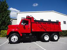 INTERNATIONAL S SERIES TANDEM SINGLE AXLE DUMP TRUCK