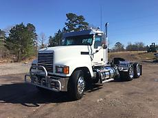 2013 Mack CHU613 PINNACLE Day Cab Truck