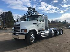 2008 Mack CHU613 PINNACLE Tri Axle Day Cab