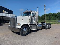 2014 Peterbilt 388 Day Cab Semi Truck