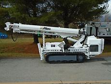 2009 ALTEC DB35 BACKYARD DIGGER DERRICK W/ WIRELESS REMOTE MTD ON HINOWA PT3000