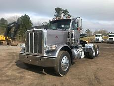 2011 Peterbilt 388 Day Cab Semi Truck