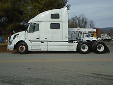 2011 VOLVO VNL SLEEPER CAB ROAD TRACTOR