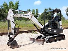 2013 BOBCAT E32 MINI EXCAVATOR- EXCAVATOR- LOADER- BACKHOE- CAT- BOBCAT- 24