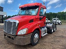 2012 Freightliner Cascadia 113 Day Cab Truck