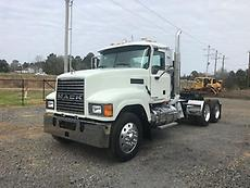 2009 Mack CHU613 PINNACLE Day Cab Truck