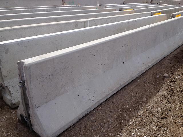 Concrete Median Jersey Barriers Rails 20 Very Good
